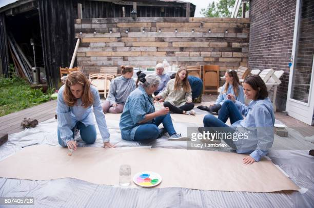 Women going to paint outdoors