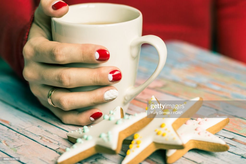 Women hand with cup of tea : Stock Photo