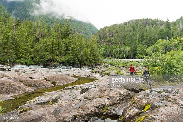 women hiking beautiful landscape vancouver island canada - vancouver island stockfoto's en -beelden
