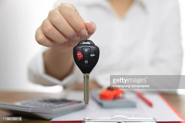 women holding car keys,sell cars,car trading,car insurance,car insurance concept - car insurance stock pictures, royalty-free photos & images