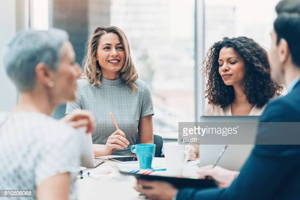 women in business - service stock pictures, royalty-free photos & images