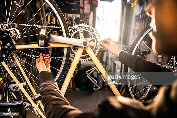 women in business, working in a garage - bicycle shop stock pictures, royalty-free photos & images