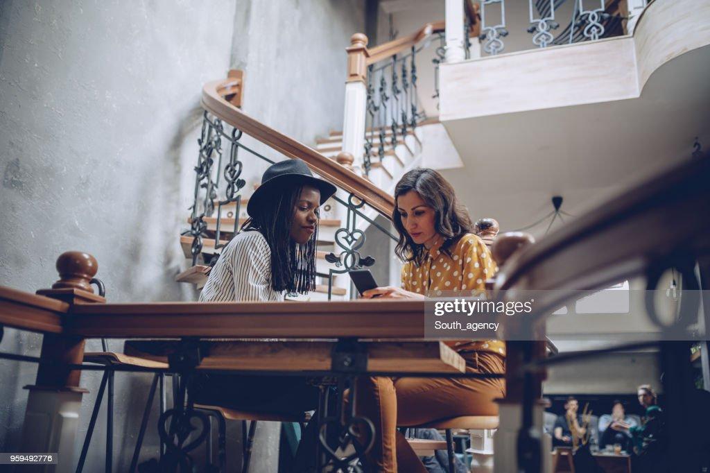 Frauen im Kaffee Shop : Stock-Foto