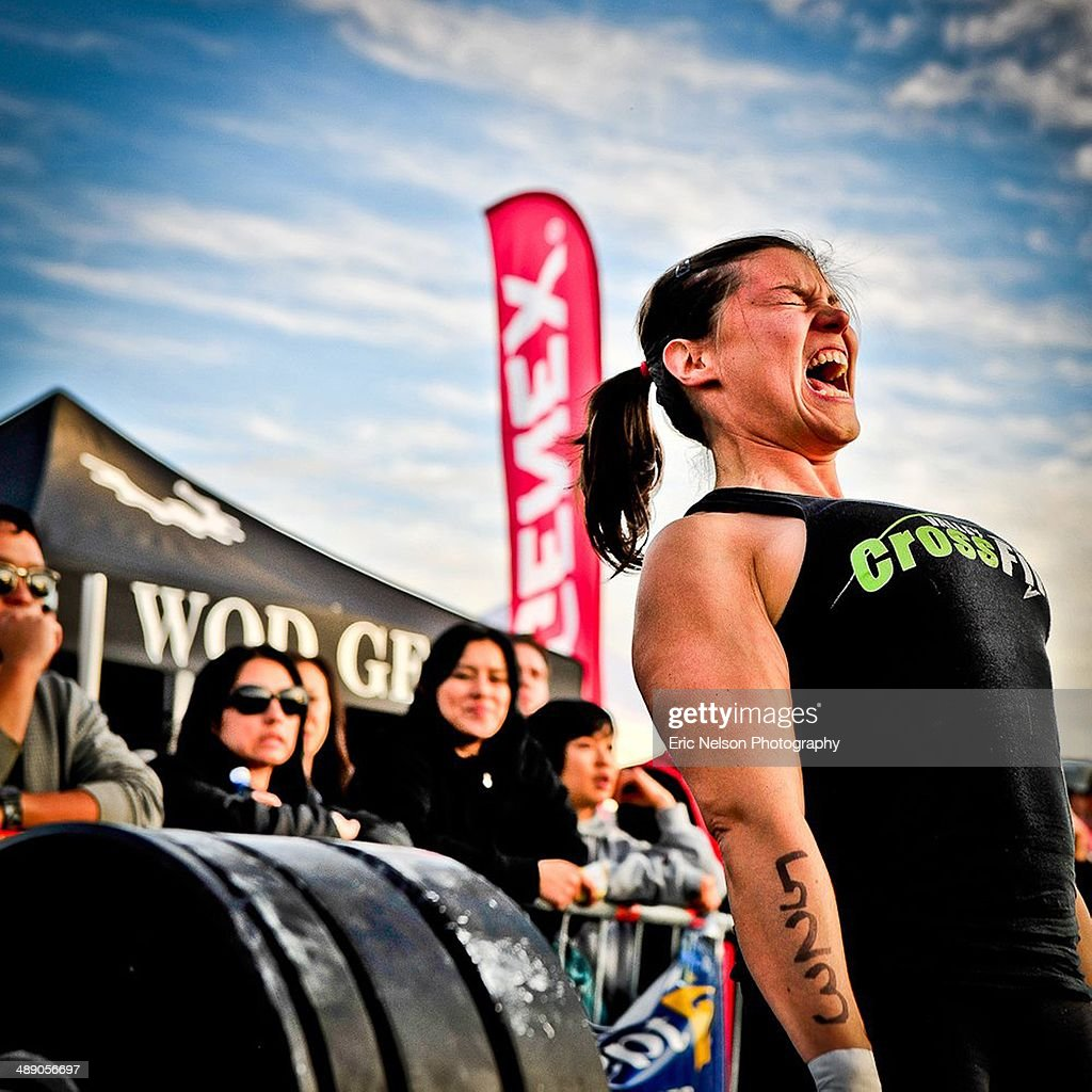 Women in CrossFit competition doing a dead lift
