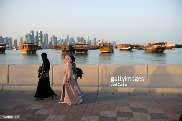 women in doha, qatar - doha stock photos and pictures