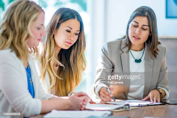 women in finance - bank manager stock pictures, royalty-free photos & images