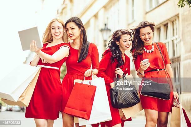 Mujeres en rojo