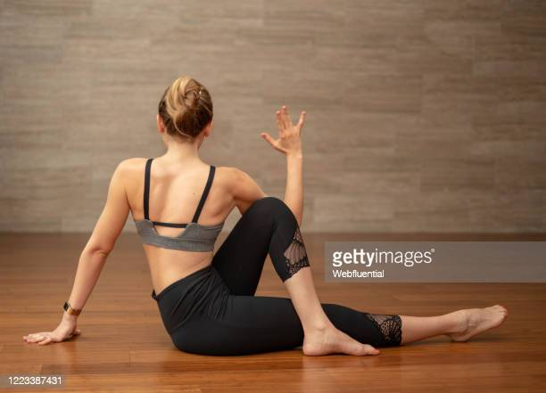 women in self-isolation doing yoga - webfluential stock pictures, royalty-free photos & images