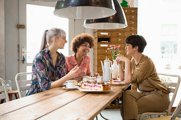 women in shop - women friends stock pictures, royalty-free photos & images