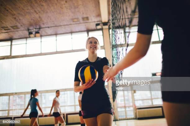 women in sport - volleyball - fair play sport foto e immagini stock