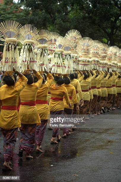 Women in traditional Balinese attire carry 4-foot offerings on their heads in 2013 Bali Arts Festival