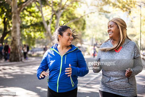 Femme jogging dans Central Park, New York