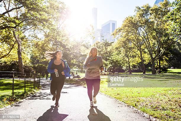 Donna jogging nel Central Park di New York