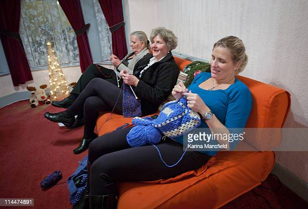 women knitting - knitting stock pictures, royalty-free photos & images