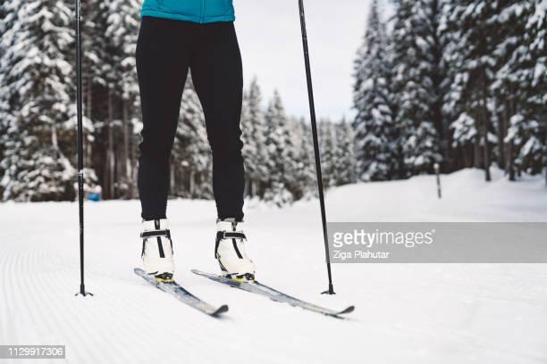 Frauen Beine auf Langlaufskiern