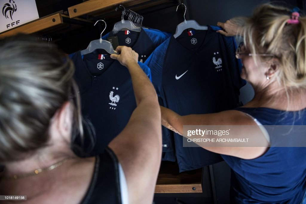 FRANCE-FBL-FRA-WC-2018-ECONOMY-RETAIL-INDUSTRY-TEXTILE : Nachrichtenfoto