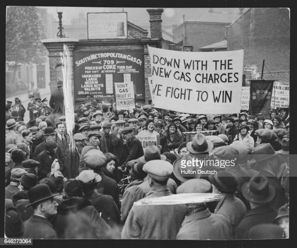 Women march on company's offices during gas war The gas war went a step further today when a mass march of women of Camberwell and Deptford was held...