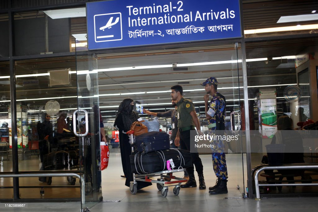 Migrant Workers Return From Saudi Arabia In Bangladesh : News Photo