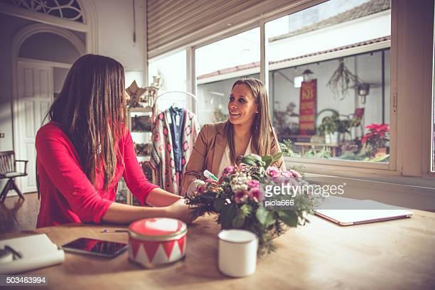 Florista de mulher novo negócio arranque