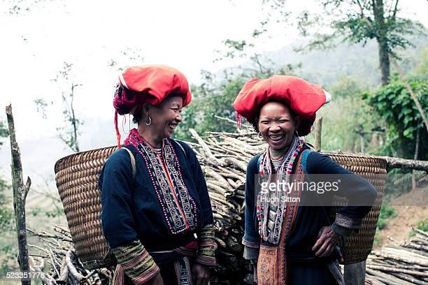 women of the red dao tribe - hugh sitton bildbanksfoton och bilder