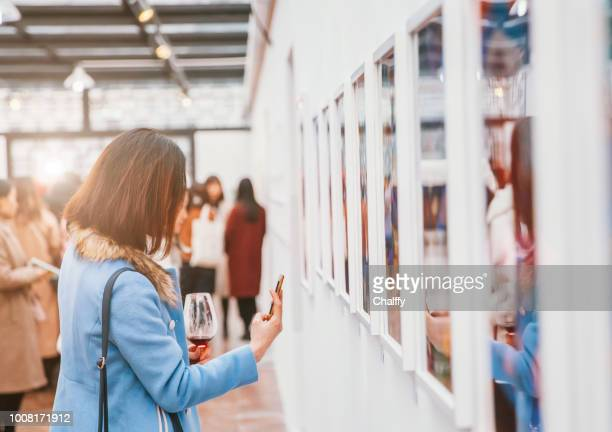 women on opening - art gallery stock pictures, royalty-free photos & images