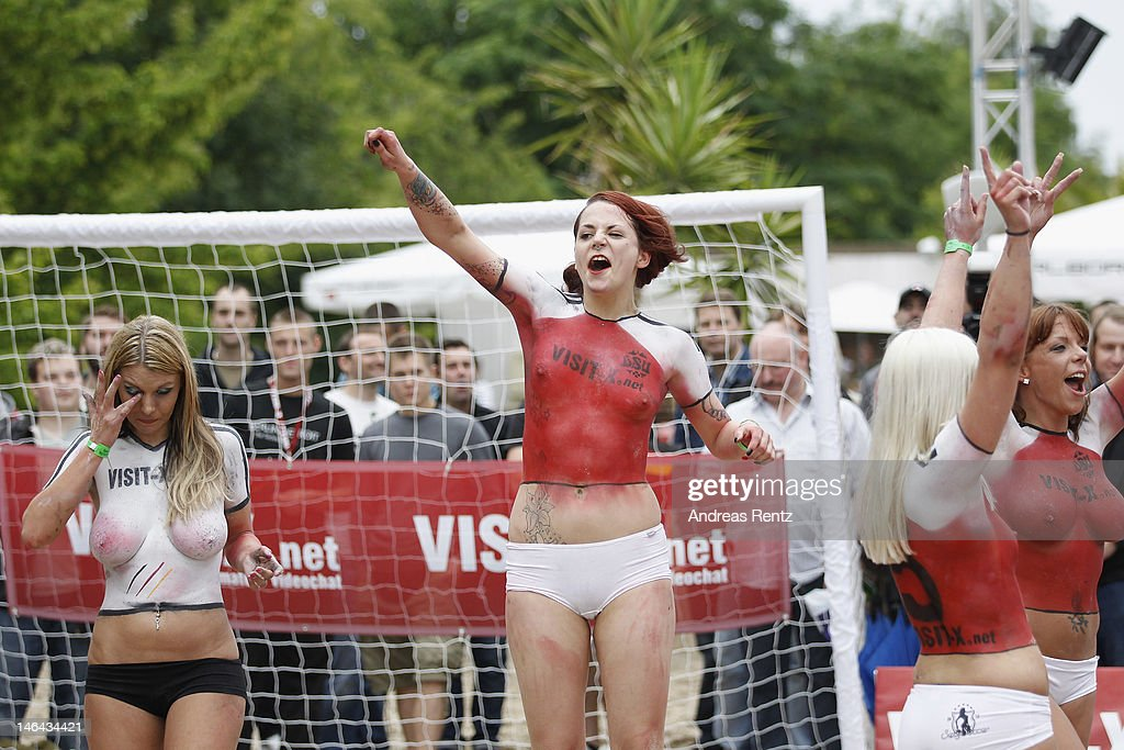 TINA: Australian body paint volleyball team