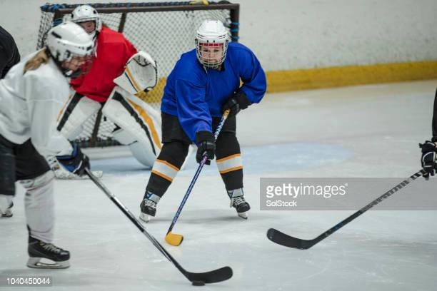 women playing ice hockey - ice hockey player stock pictures, royalty-free photos & images