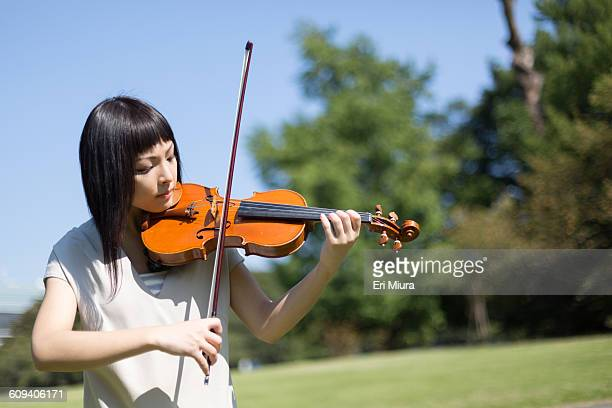 Women playing the violin