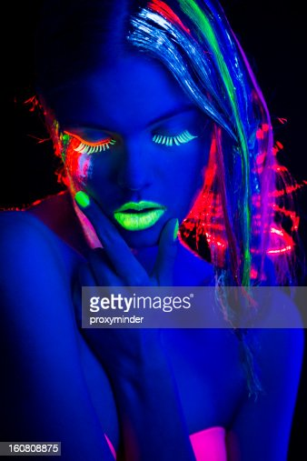 portrait de femme avec multi couleur clat de lumi re noire maquillage photo getty images. Black Bedroom Furniture Sets. Home Design Ideas