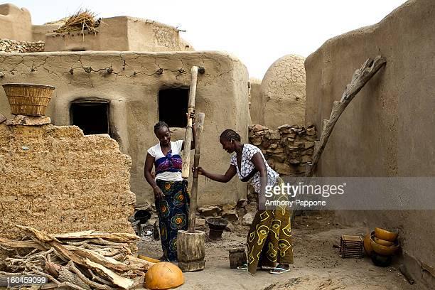 CONTENT] women pounding in dogon countrypays dogon bandiagara sahel mali