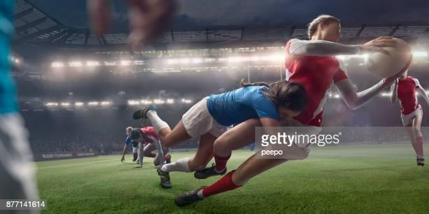donne rugbisti in mid tackle durante la partita di rugby dello stadio - placcare foto e immagini stock