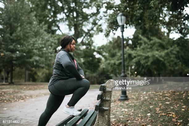 ニューヨークのブルックリン公園で走っている女性 - プロスペクト公園 ストックフォトと画像