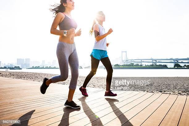 Mulher correr na cidade de Tóquio