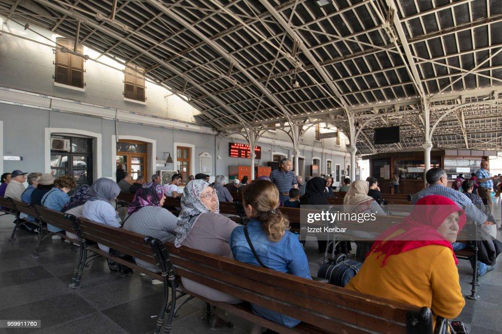 Women seated at Basmane train station Izmir Turkey : Stock-Foto
