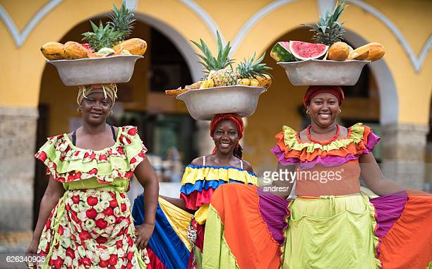 women selling fruits in cartagena - cartagena colombia foto e immagini stock