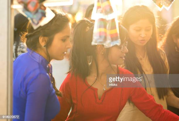 women shopping for hair accessory at street market - necklace stock pictures, royalty-free photos & images