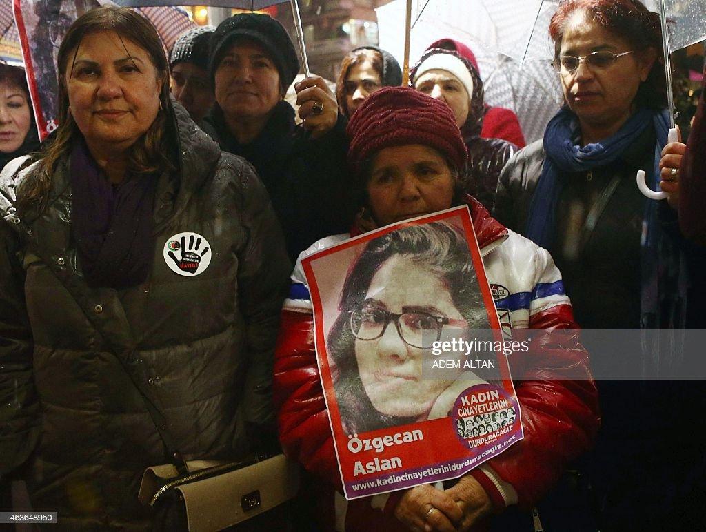 TURKEY-CRIME-WOMEN-RIGHTS-PROTEST : News Photo