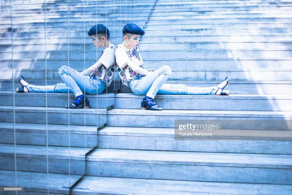 Women sitting on the stairs : ストックフォト
