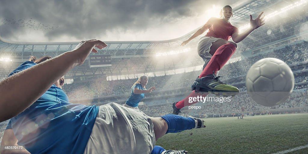 Frauen-Fußball-Spieler im Sprung Air Aktion : Stock-Foto