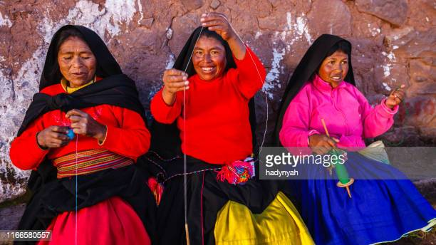women spinning wool on taquile island, lake titicaca, peru - altiplano stock pictures, royalty-free photos & images