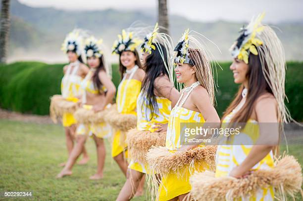 women starting a performance for tourists - beautiful polynesian women stock photos and pictures