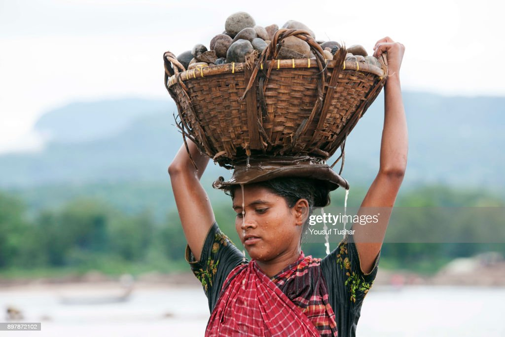 A women stone laborer carrying stones on her head  at... : News Photo