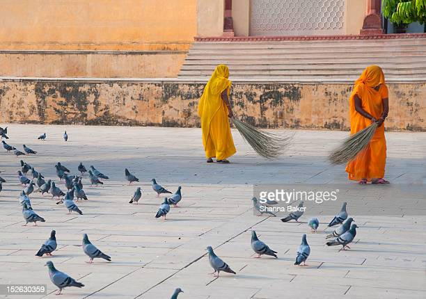 women sweeping, jaipur - amber fort stock pictures, royalty-free photos & images
