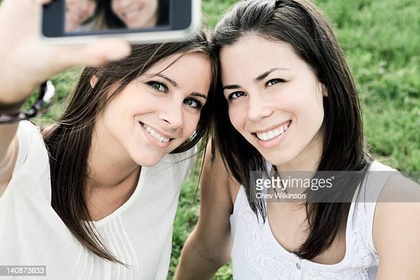 Frauen, die ein Bild von sich selbst