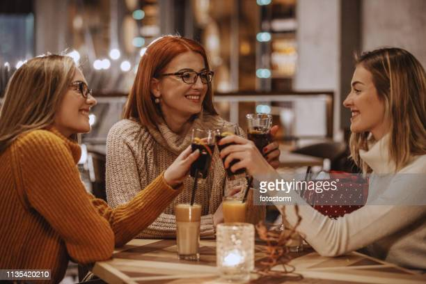 women toasting with coke - pepsi stock pictures, royalty-free photos & images