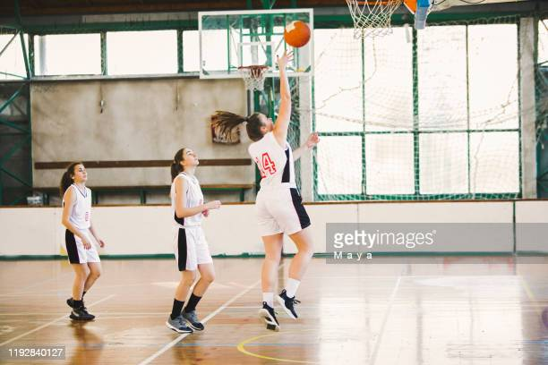 women training basketball - women's basketball stock pictures, royalty-free photos & images