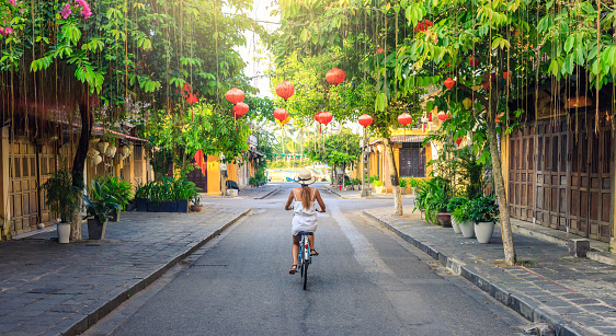 Women visiting the old city of Hoi An in Vietnam by bike during morning - gettyimageskorea