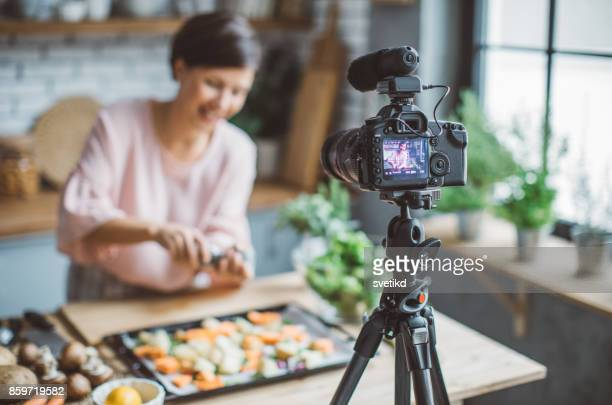women vlogging - influencer stock pictures, royalty-free photos & images
