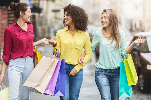 Women walking with shopping bags in the city 1084070220