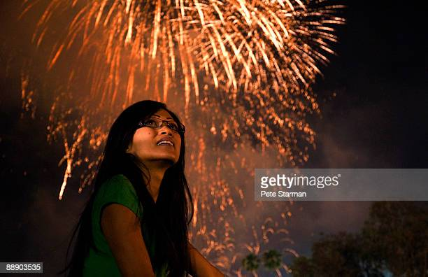 women watching pasadena, rose bowl fire works show - filipino ethnicity and female not male fotografías e imágenes de stock